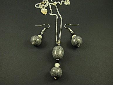 Parure artisanale perles effet granit