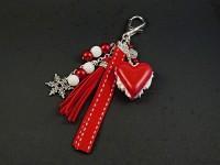 Bijou de sac aux couleurs de Noël avec un macaron coeur artisanal