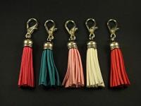 Bijou de sac pompon au couleurs variées