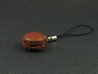 Bijou de téléphone macaron chocolat